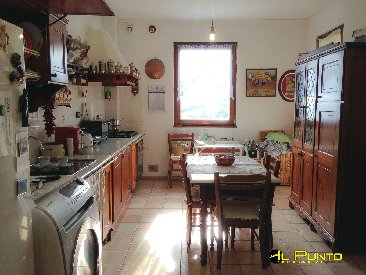 For Sale Villas and Independent Houses Sanremo - SANREMO In two ...