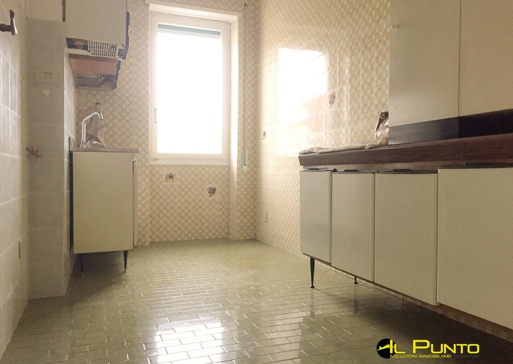 For Rent Penthouse/Last floor Sanremo - Large apartment flat with parking space Locality