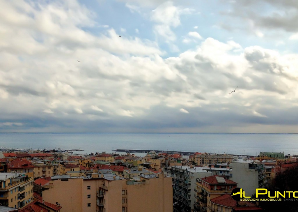 For Rent Penthouse/Last floor Sanremo - Penthouse apartment with wonderful sea views just steps from downtown Locality