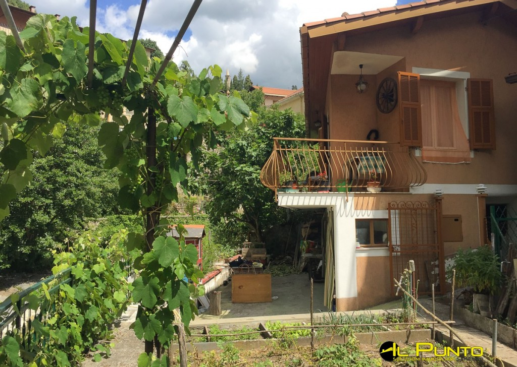 For Sale Semi-detached Molini di Triora - An extensive barn conversion has created this charming cottage  Locality