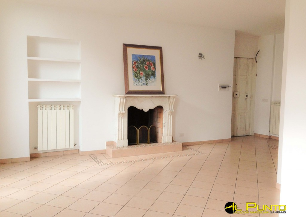 For Sale Penthouse/Last floor Bordighera - BORDIGHERA in historic villa prestigious and renovated apartment.  Locality