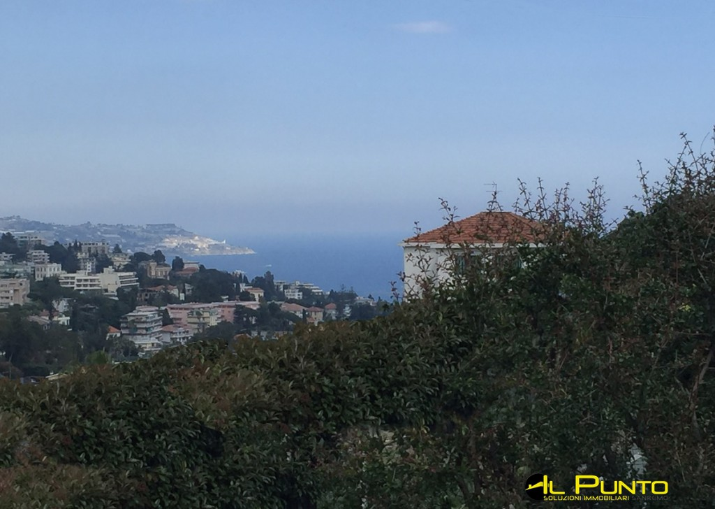 For Sale Villas and Independent Houses Sanremo - Three-family house with plot of land in the Solaro area Locality