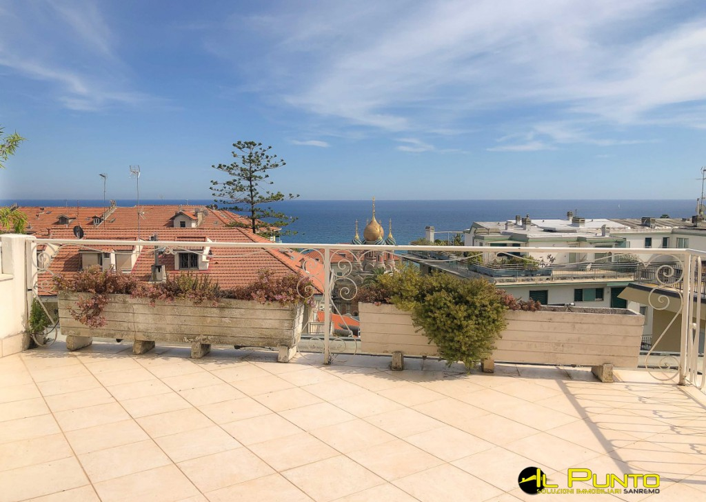 Rent Apartment Sanremo - SANREMO large apartment with terrace of 45 square meters, sea view Locality