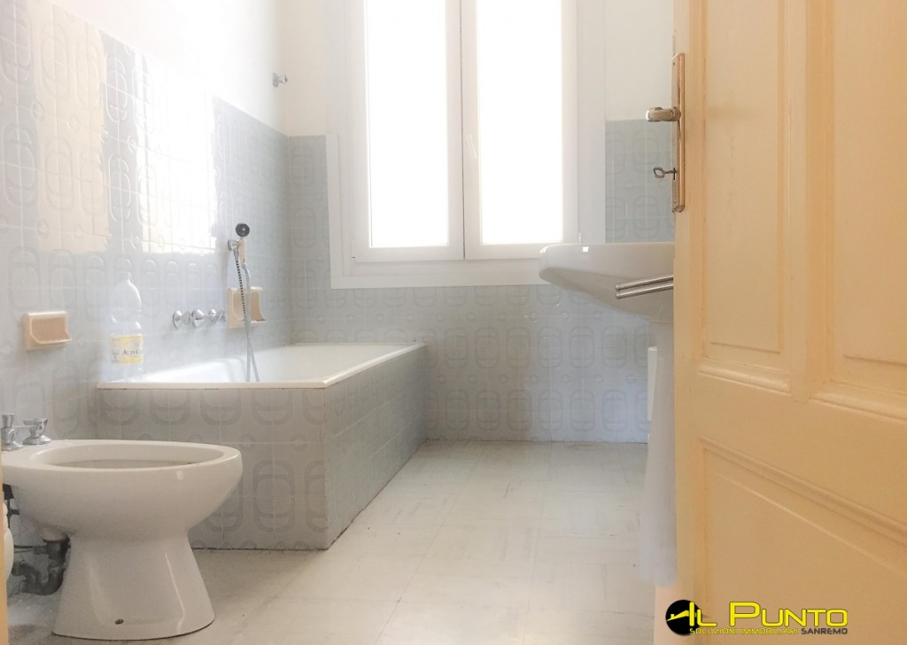 Rent Apartment Sanremo - SANREMO large central apartment with terrace Locality