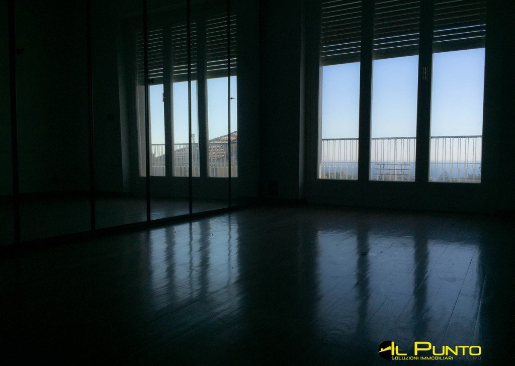 Rent Apartment Sanremo - Spacious apartment with terrace sea view near the Center Locality