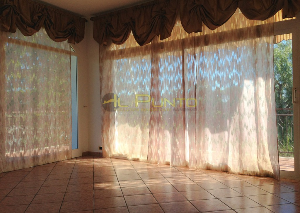 Rent Apartment Sanremo - SANREMO three-bedroom in detached house, sea view Locality