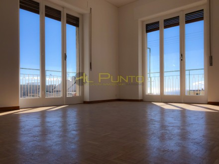 SANREMO three-bedroom central heating autonomous with sea view
