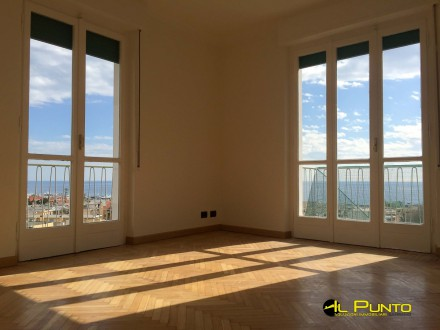 SANREMO Penthouse apartment with wonderful sea views just steps from downtown