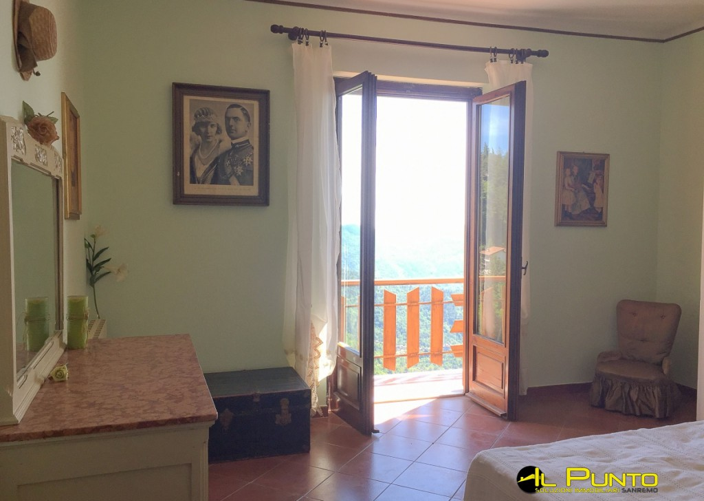 Sale Penthouse/Last floor Bajardo - BAJARDO Large three-bedroom home with spectacular mountains and sea views. Locality