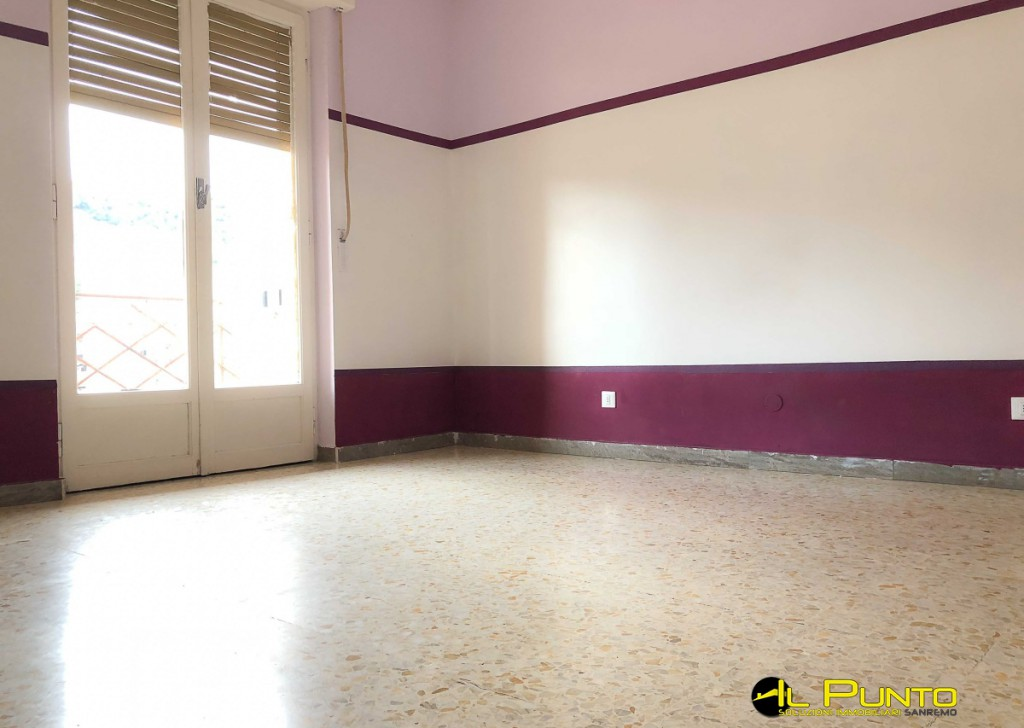 For Rent Apartment Sanremo - SAN REMO large two-room apartment, very sunny, high floor. Locality
