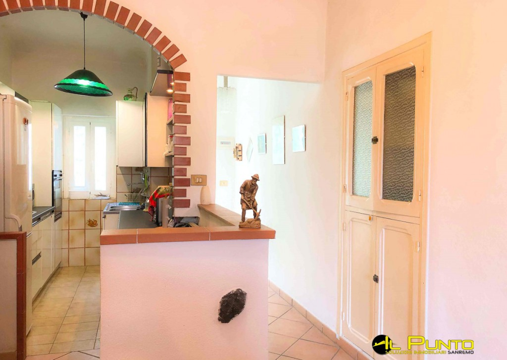 Sale  Typical Ligurian house Ceriana - CERIANA trilocale dominance, with garden. Locality