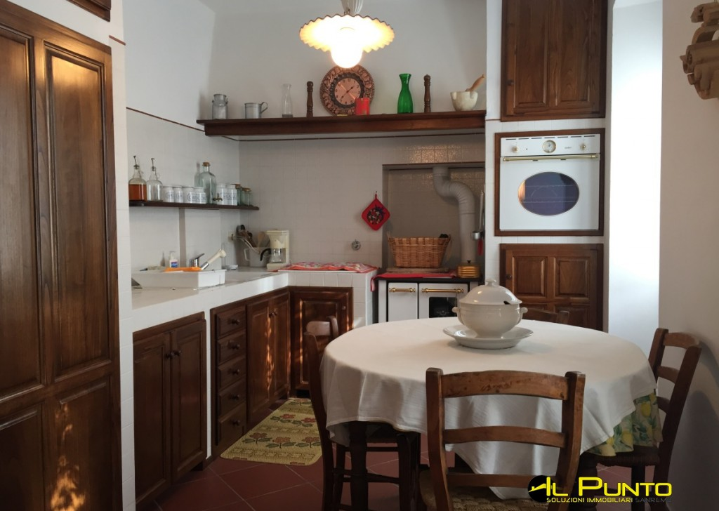 For Sale  Typical Ligurian house Bajardo - BAJARDO Home in a typical Ligurian house which has been renovated fully respecting the character of the building. Locality