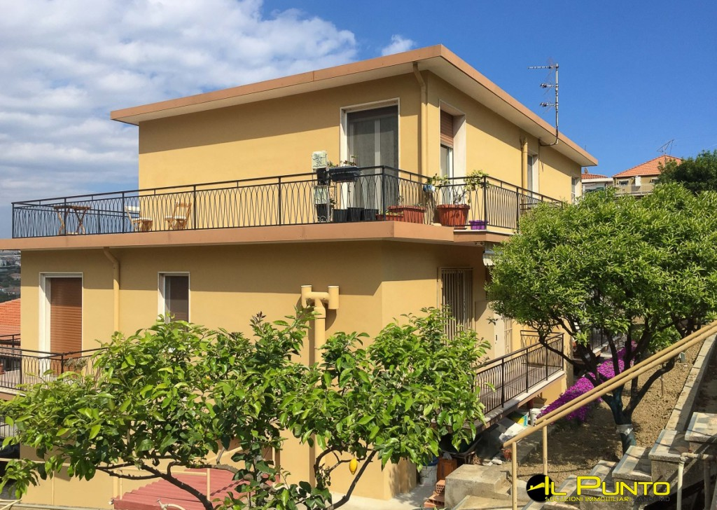 Sale Villas and Independent Houses Sanremo - SANREMO three-family house with plot of land in the Solaro area Locality