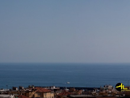SANREMO Apartment a short walk from the center with full sea views