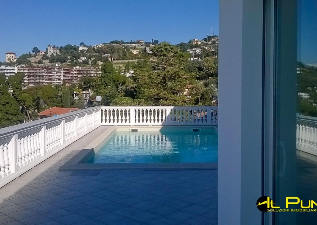 Sale Penthouse/Last floor Bordighera - Wonderful penthouse with superb sea views and a swimming pool on the terrace Locality