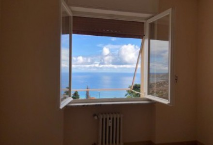 SANREMO Coldirodi trilocale refurbished with stunning sea views