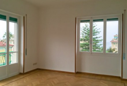 Large apartment flat with parking space
