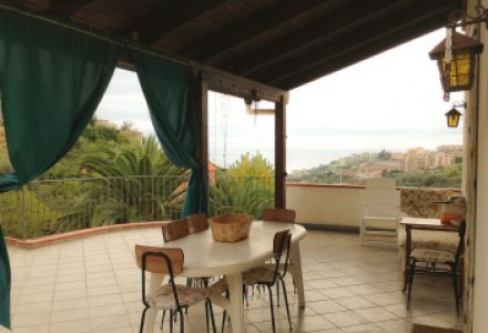 SANREMO In two-family house with garden and terraces with sea view