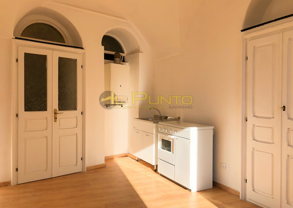 Sale Apartment Badalucco - BADALUCCO two-bedroom apartment with department store below Locality