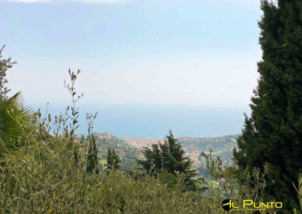For Sale Villas and Independent Houses Sanremo - SANREMO in the hamlet of San Giacomo independent house with land.  Locality
